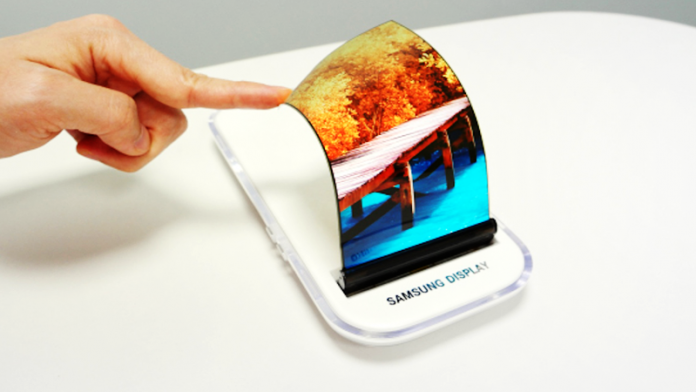 Samsung And LG Will Introduce 100,000 Foldable Phones In 2017