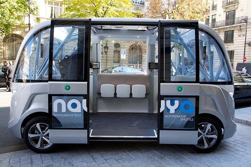 Las Vegas Self-Driving Bus Knocks On The First Day At Service