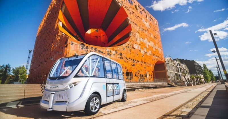 Las Vegas Self Driving Bus Knocks On The First Day At Service