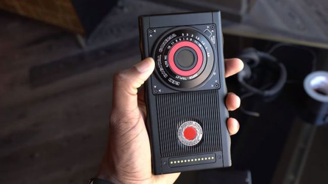 Red Hydrogen One To Be Launched Soon With 4V Holographic Video Screen